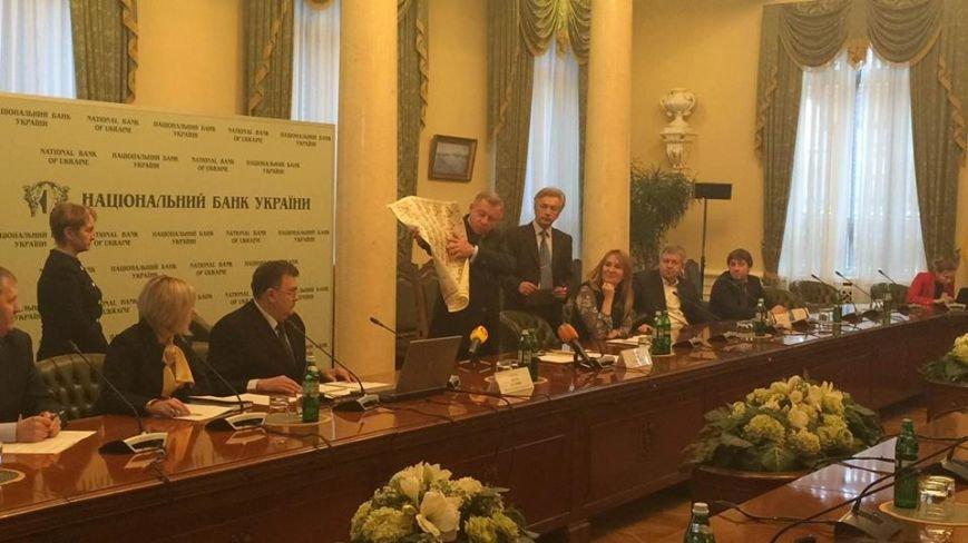 Після 8 березня львів'яни зможуть розплатитися новою купюрою в 100 гривень (ФОТО) (фото) - фото 4