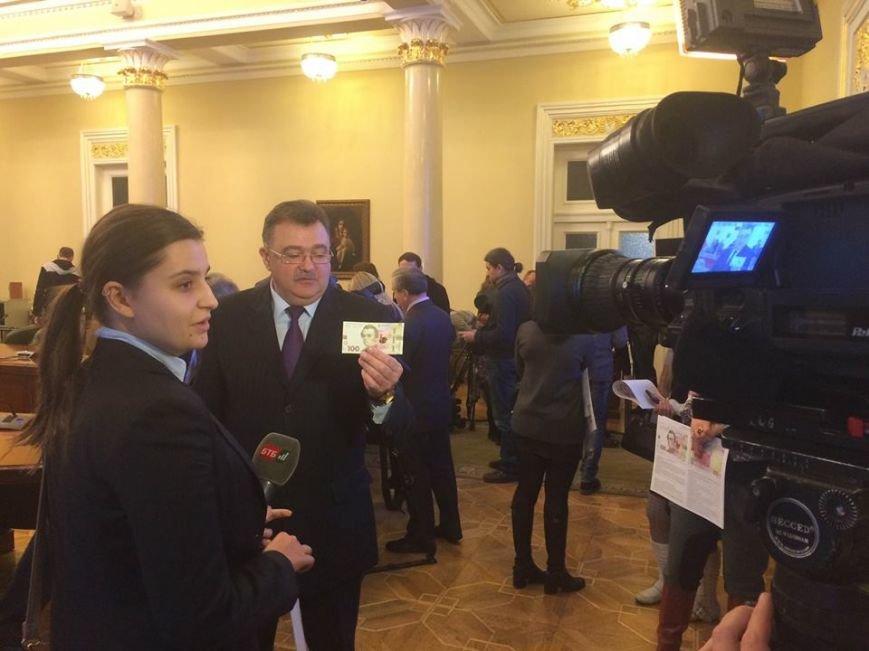 Після 8 березня львів'яни зможуть розплатитися новою купюрою в 100 гривень (ФОТО) (фото) - фото 3