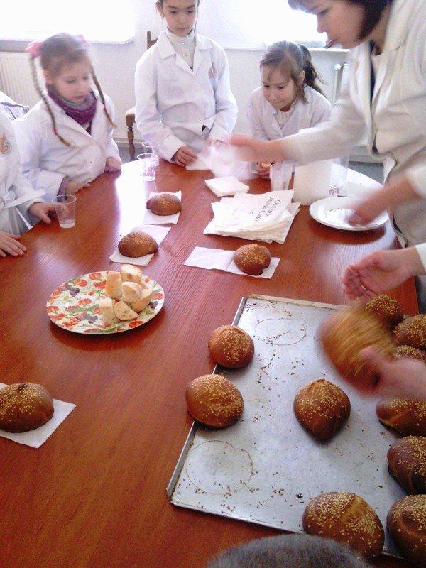 У Львові дітки, чиї батьки служать в АТО, відчули себе справжніми кондитерами (фото) - фото 3