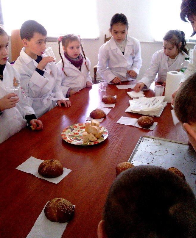У Львові дітки, чиї батьки служать в АТО, відчули себе справжніми кондитерами (фото) - фото 4