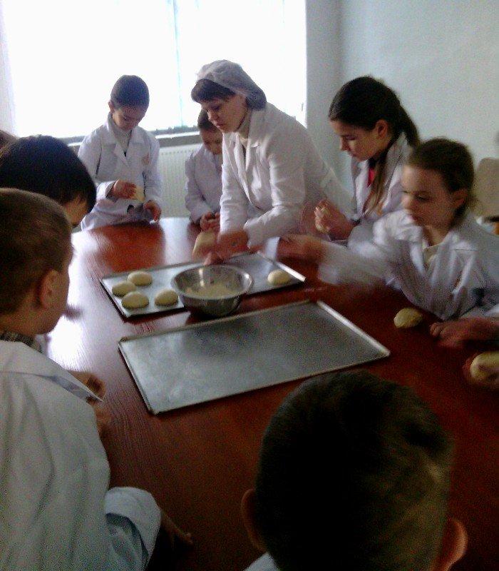 У Львові дітки, чиї батьки служать в АТО, відчули себе справжніми кондитерами (фото) - фото 1