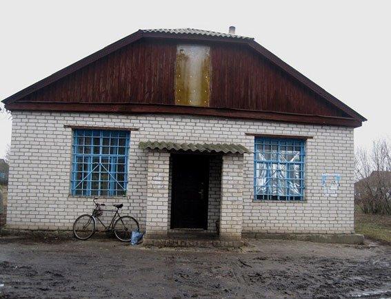 На Семенівщині грабіжники обікрали магазин, взяли випивку та харчі (фото) - фото 1