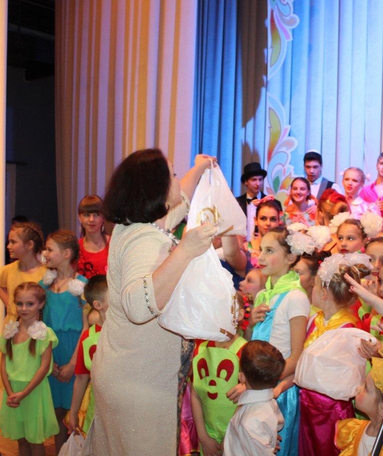 Творческую молодежь Артемовска поощрили сладкими призами, фото-3
