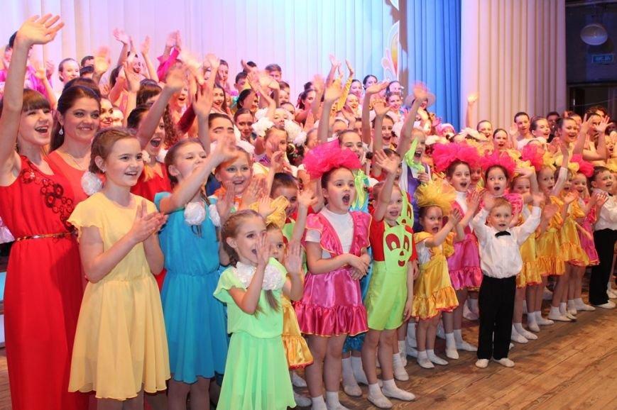 Творческую молодежь Артемовска поощрили сладкими призами, фото-1