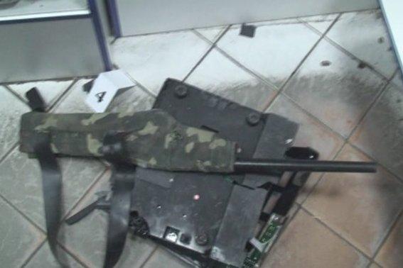 Збройне пограбування в центрі міста. Грабіжників затримано(ФОТО,ВІДЕО) (фото) - фото 1