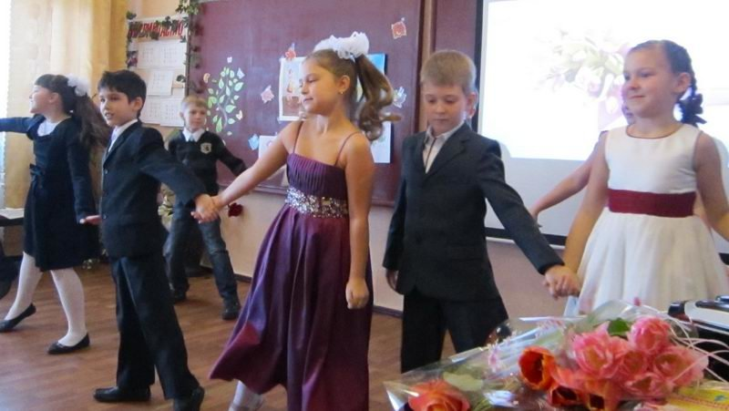 Енакиевские школьники поздравили мам и бабушек, фото-2