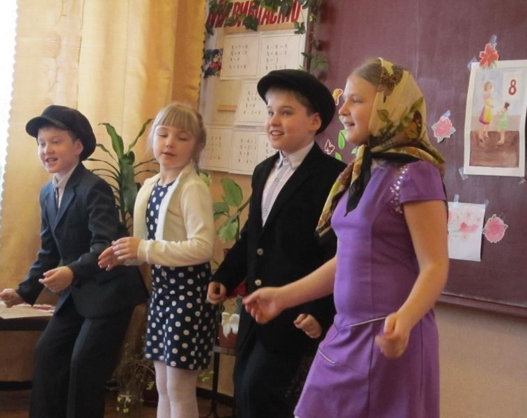 Енакиевские школьники поздравили мам и бабушек, фото-1