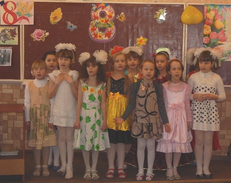 Енакиевские школьники поздравили мам и бабушек, фото-3