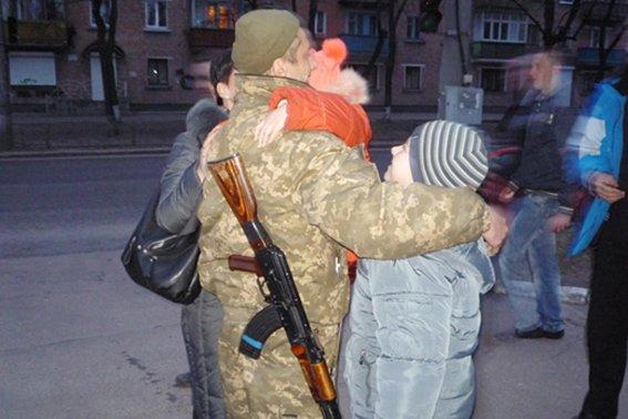 До 8-го березня бійці загону черкаської міліції подарували своїм жінкам найцінніший подарунок - повернулися додому(ФОТО, ВІДЕО) (фото) - фото 3