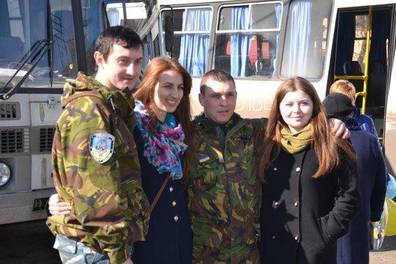 До Львова із зони АТО повернулись наші бійці (фото) - фото 12
