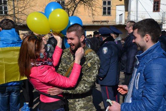До Львова із зони АТО повернулись наші бійці (фото) - фото 2