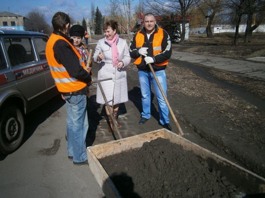 Димитровские предприятия начали весеннюю уборку закрепленных территорий (фото) - фото 4