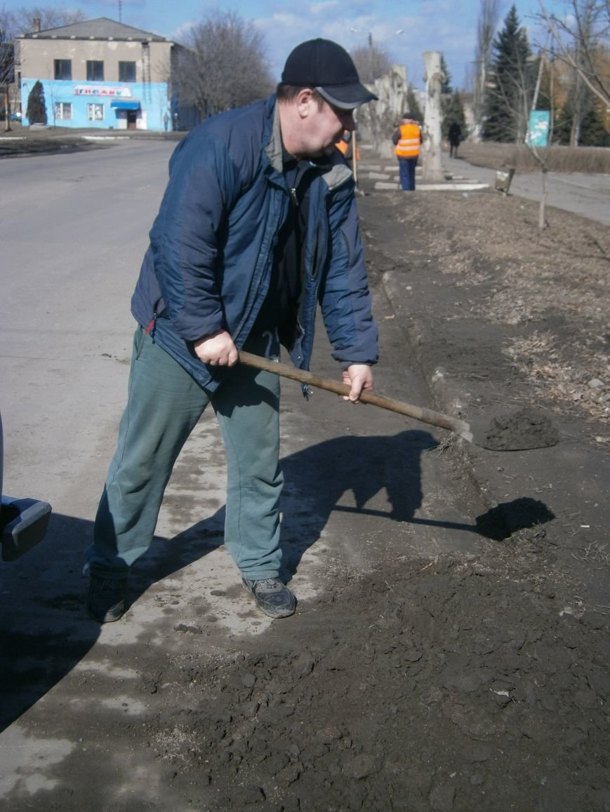 Димитровские предприятия начали весеннюю уборку закрепленных территорий (фото) - фото 5