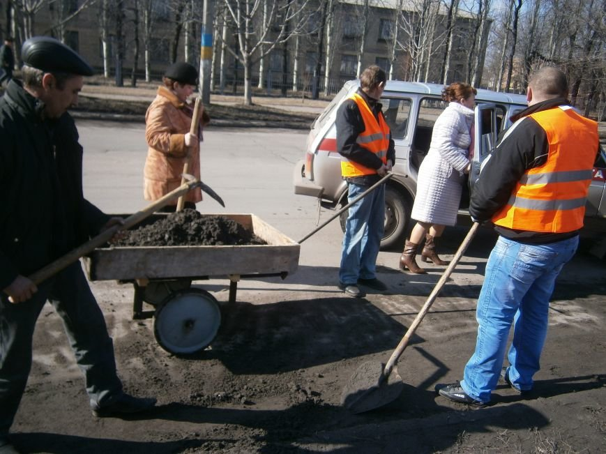 Димитровские предприятия начали весеннюю уборку закрепленных территорий (фото) - фото 3