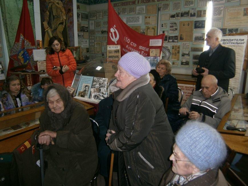 В Димитрове женщин – фронтовиков поздравили с 8 Марта (ФОТОРЕПОРТАЖ) (фото) - фото 1