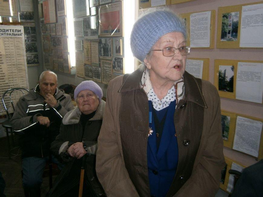 В Димитрове женщин – фронтовиков поздравили с 8 Марта (ФОТОРЕПОРТАЖ) (фото) - фото 2