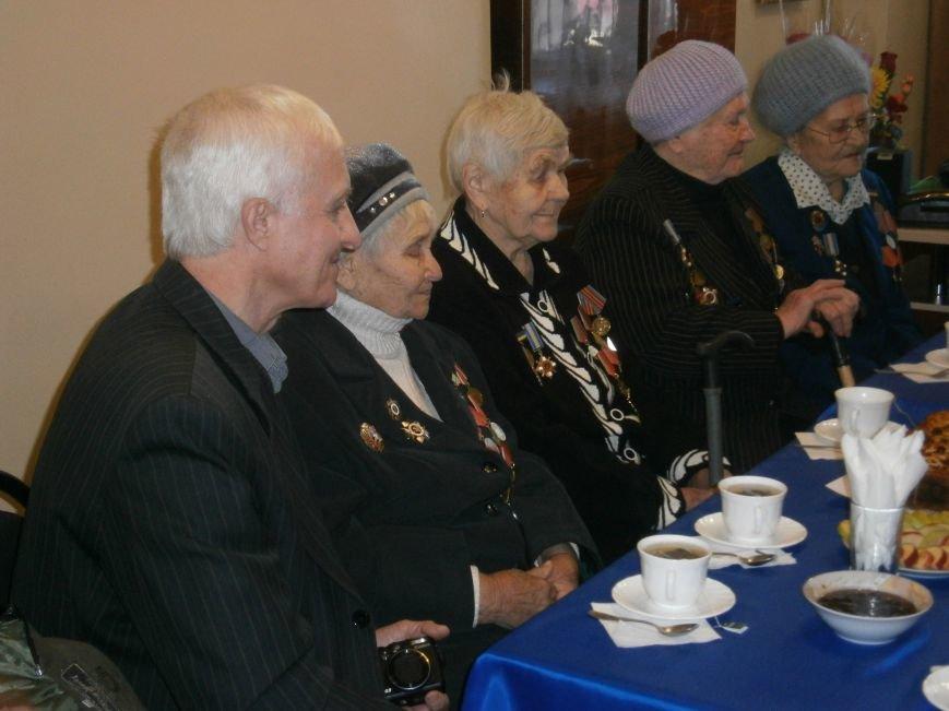 В Димитрове женщин – фронтовиков поздравили с 8 Марта (ФОТОРЕПОРТАЖ) (фото) - фото 21