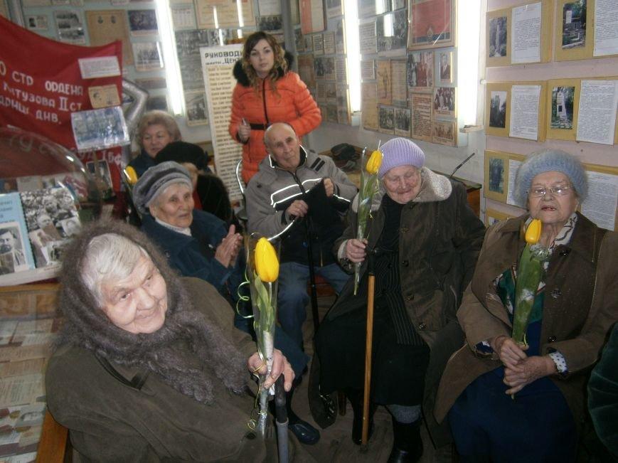 В Димитрове женщин – фронтовиков поздравили с 8 Марта (ФОТОРЕПОРТАЖ) (фото) - фото 20