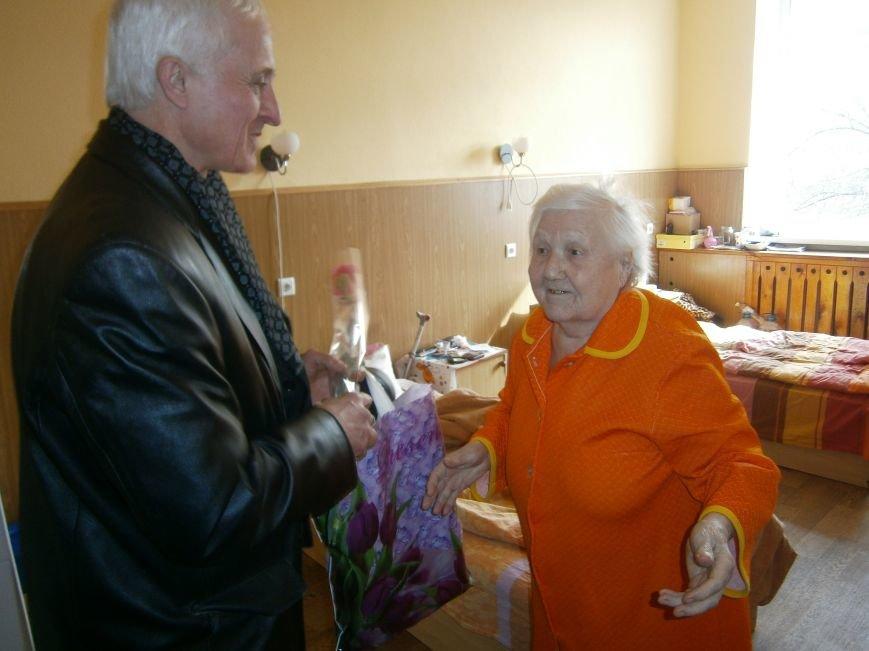 В Димитрове женщин – фронтовиков поздравили с 8 Марта (ФОТОРЕПОРТАЖ) (фото) - фото 6