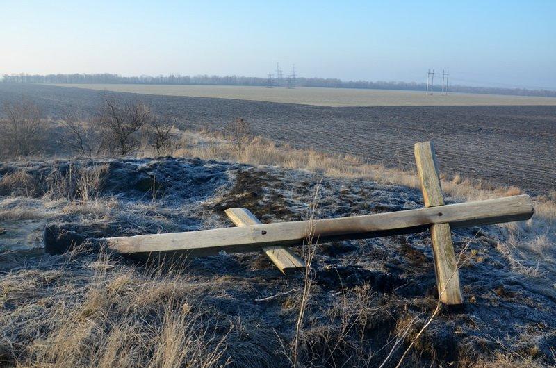 На Николаевщине вандалы повалили и подожгли поклонные кресты (ФОТО) (фото) - фото 1