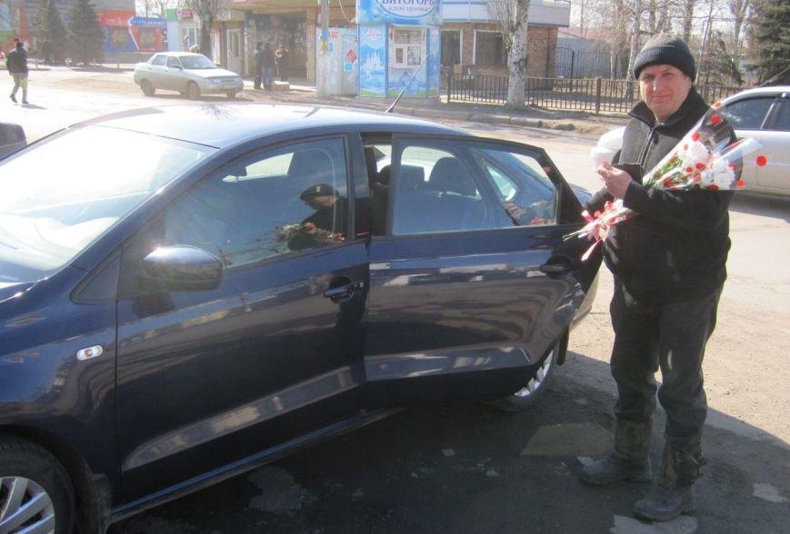 8 марта Димитров утопает в цветах (ФОТОРЕПОРТАЖ), фото-1