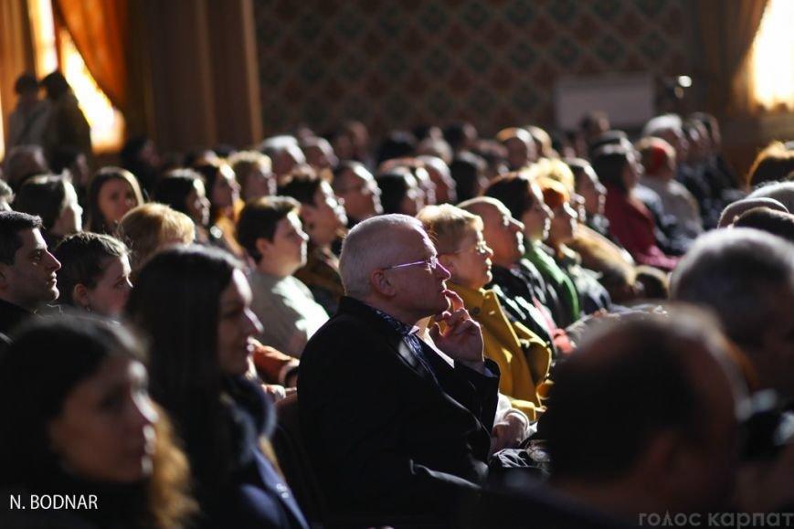 В Ужгороді оркестр обласної філармонії привітав закарпаток зі святом (ФОТО), фото-6