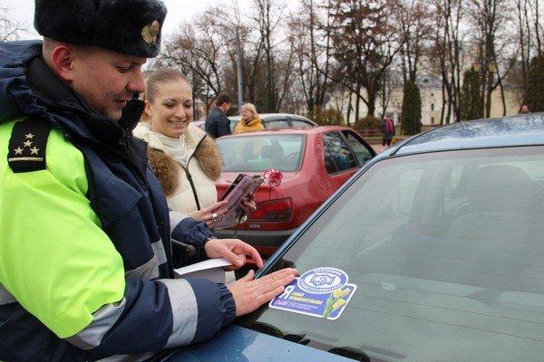 На 8 марта сотрудники ГАИ Гродно останавливали женщин и вручали подарки (Фото) (фото) - фото 6