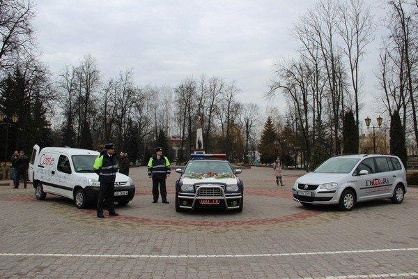 На 8 марта сотрудники ГАИ Гродно останавливали женщин и вручали подарки (Фото) (фото) - фото 2