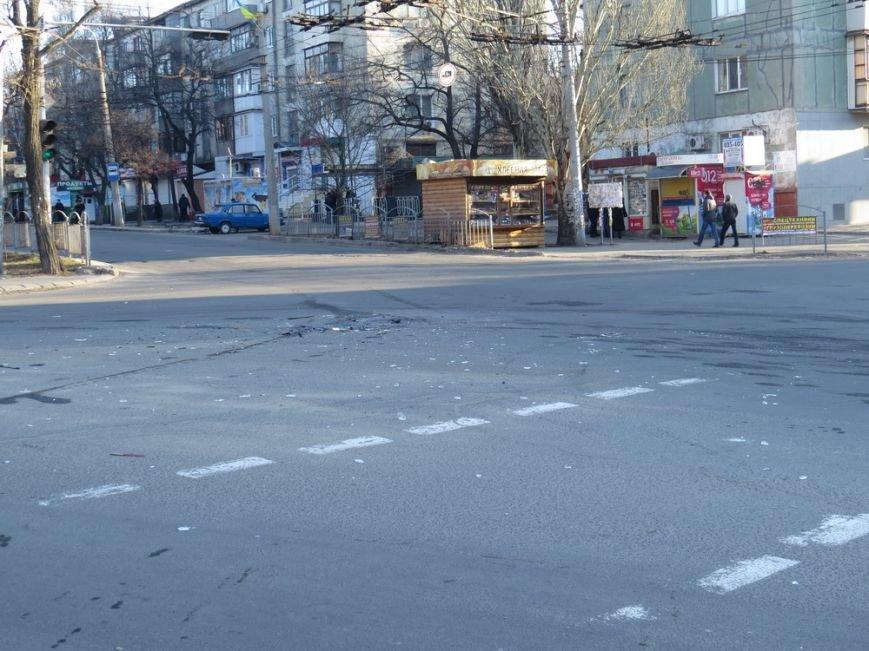 В Мариуполе две легковушки не поделили перекресток (фото) - фото 1