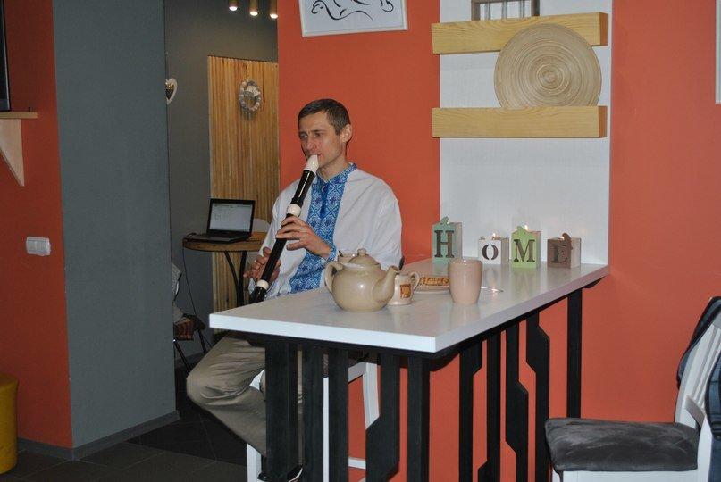 В тайм-кафе HOME зіграли медитативні мелодії Шрі Чинмоя (фото) - фото 1