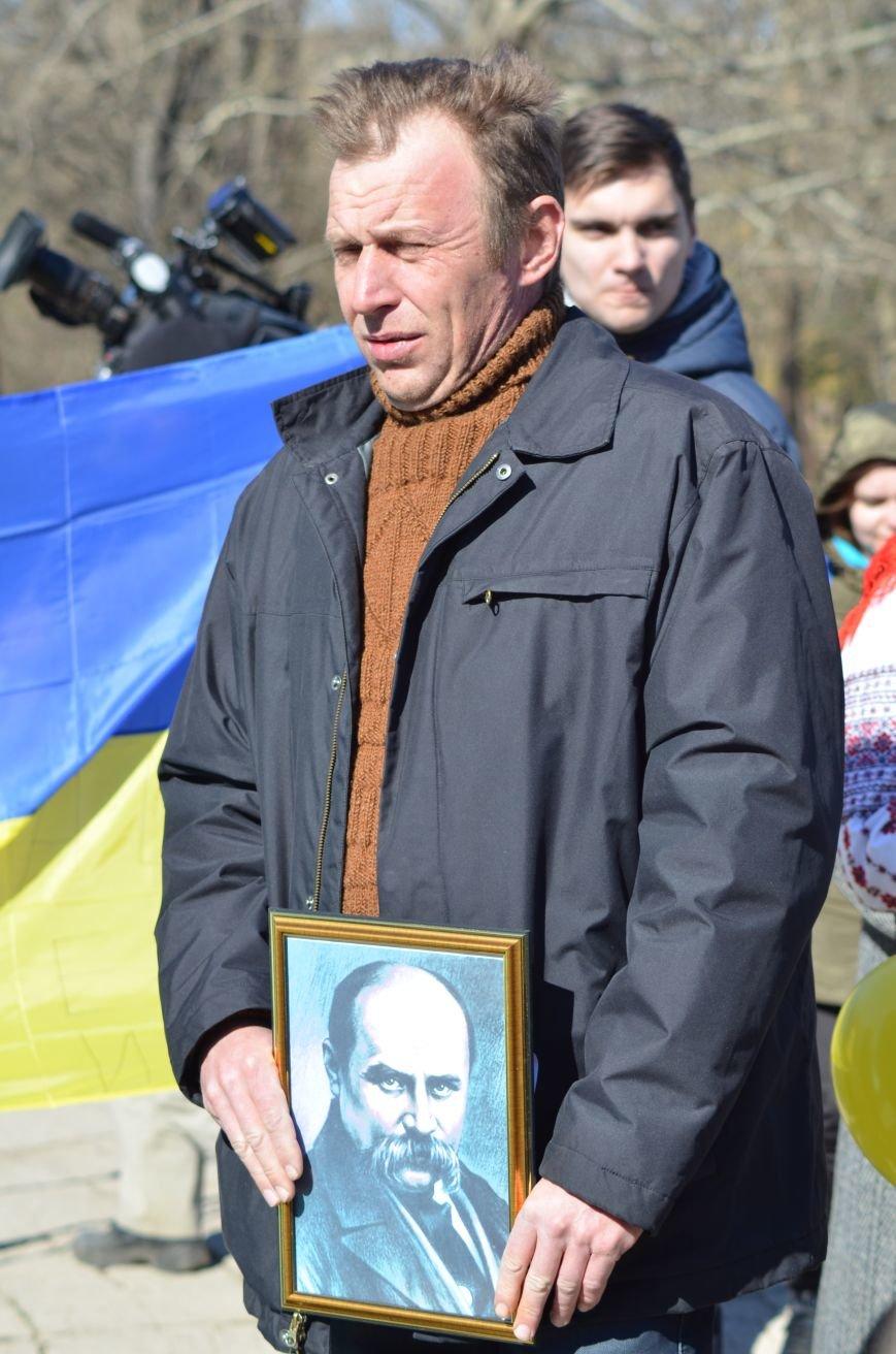 В Симферополе после акции ко дню рождения Тараса Шевченко организаторов увели в полицию, фото-5