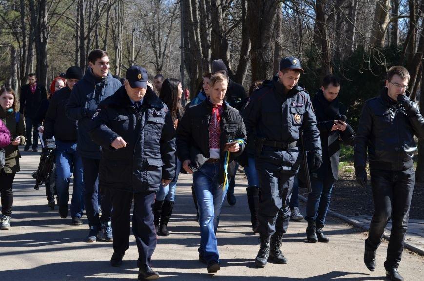 В Симферополе после акции ко дню рождения Тараса Шевченко организаторов увели в полицию, фото-1