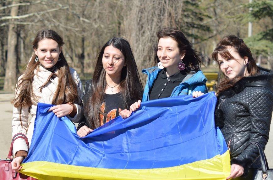 В Симферополе после акции ко дню рождения Тараса Шевченко организаторов увели в полицию, фото-2