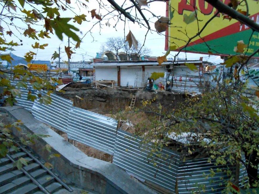 В Симферополе сносят новоиспеченный трехэтажный магазин на Центральном рынке (фото) - фото 5