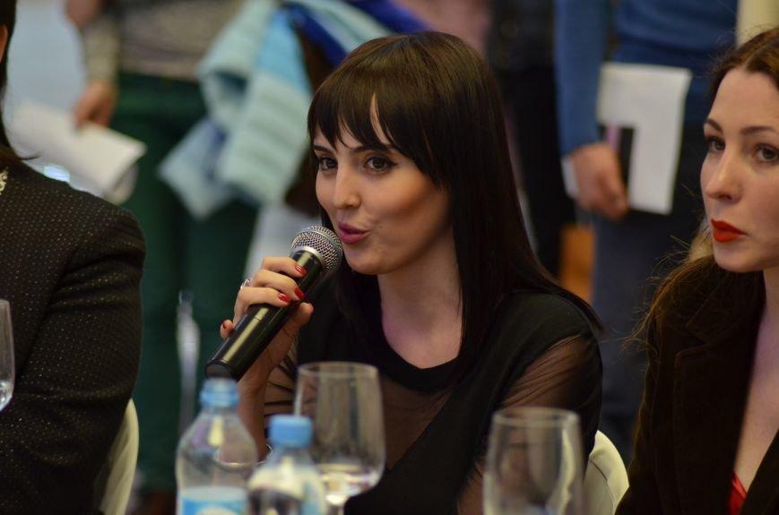 В Симферополе к Международному женскому дню провели «Битву стилистов», фото-8