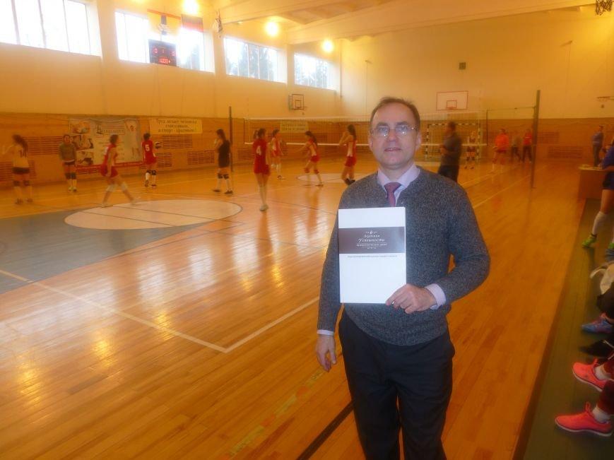 Женские волейбольные команды Домодедово отметили 8 марта участием в турнире (фото) - фото 2