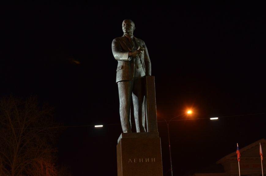 В Симферополе закончили «марафетить» памятник Ленину, фото-1