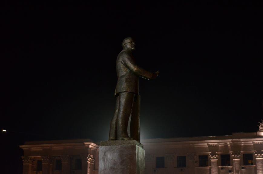В Симферополе закончили «марафетить» памятник Ленину, фото-2