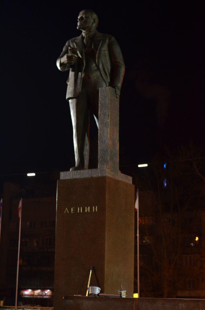 В Симферополе закончили «марафетить» памятник Ленину, фото-3