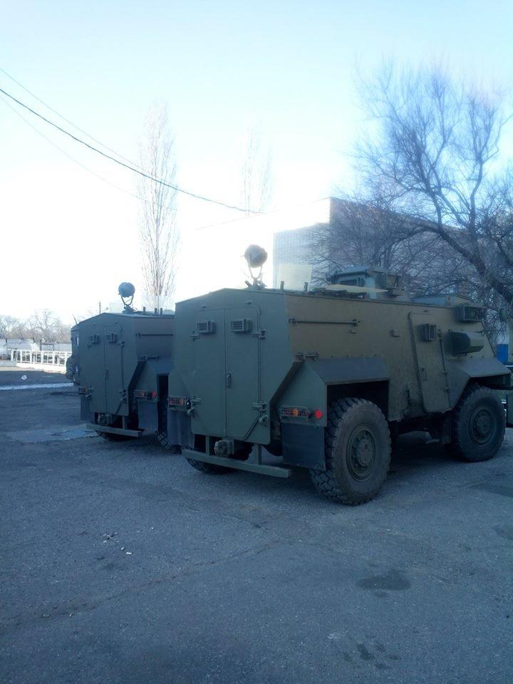 Доставленные в Одессу британские бронемашины Saxon уже в АТО (ФОТО) (фото) - фото 1