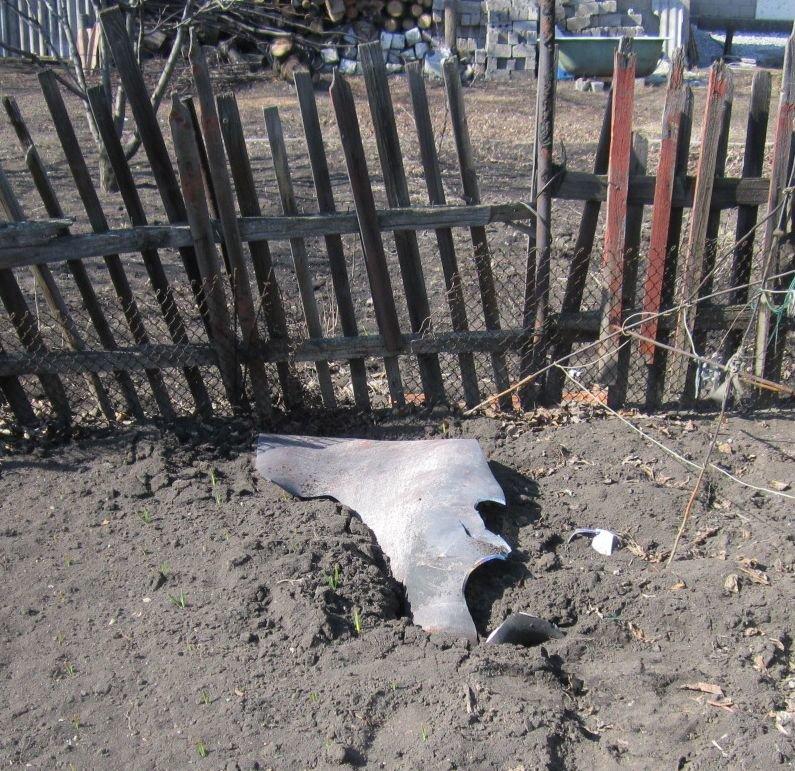Стреляющий шифер, летающие баллоны и пепелище: фоторепортаж с места красноармейского взрывного ЧП, фото-14