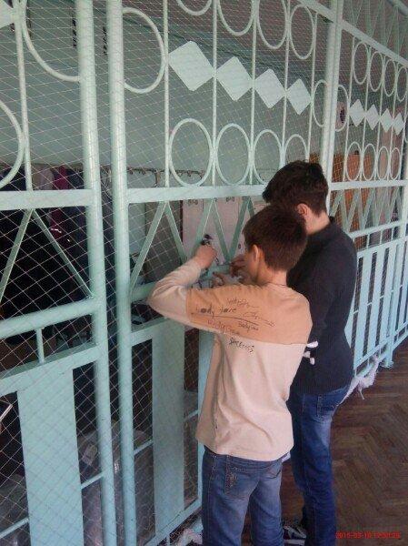 В Запорожье школьники плетут «кикиморы» для украинских бойцов (ФОТО) (фото) - фото 2
