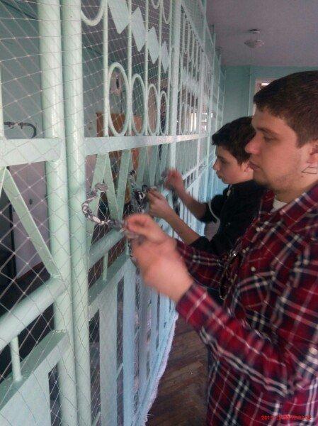 В Запорожье школьники плетут «кикиморы» для украинских бойцов (ФОТО) (фото) - фото 1
