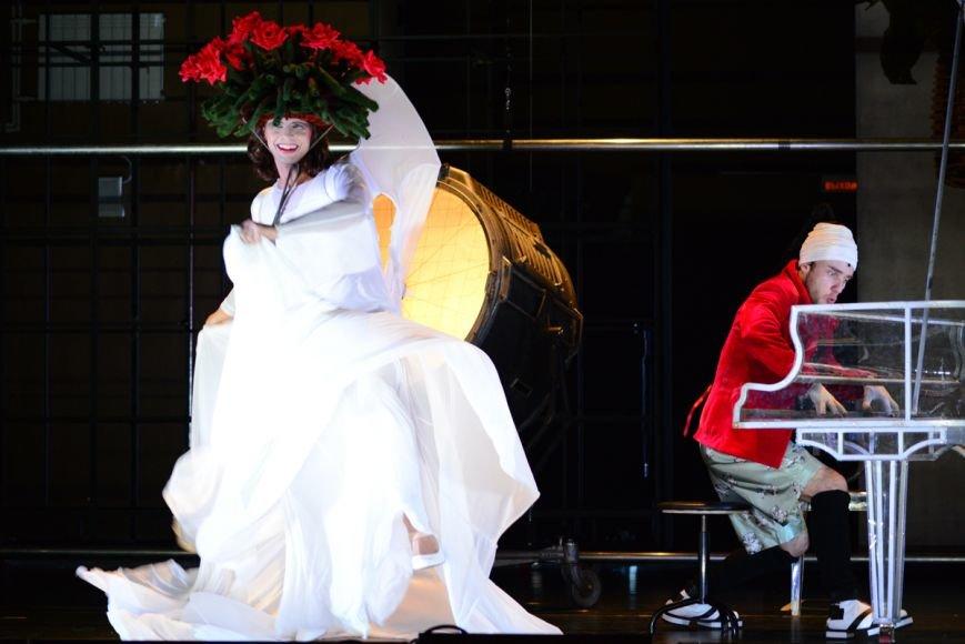 18 марта в ДК железнодорожников гомельчане увидят спектакль Романа Виктюка «Несравненная» (фото) - фото 8