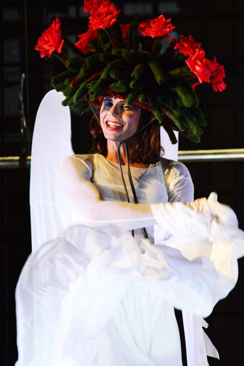 18 марта в ДК железнодорожников гомельчане увидят спектакль Романа Виктюка «Несравненная» (фото) - фото 5