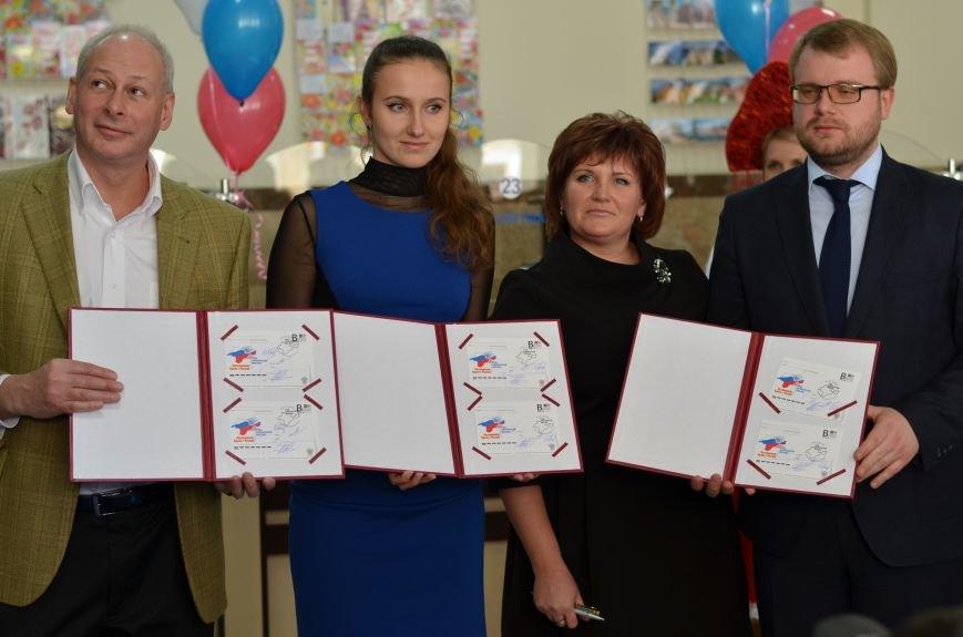 В Симферополе начали праздновать годовщину «Крымской весны». Начались мероприятия со спецгашения новой открытки, фото-8