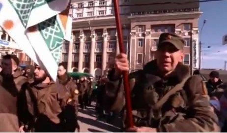 Виталий Белик, борец за «русский мир» в Красноармейске, засветился на праздновании 23 февраля в Донецке (фото) - фото 3