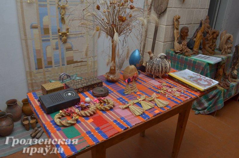 Супруги-художники возрождают стариную усадьбу в Корелическом районе (фото) - фото 3