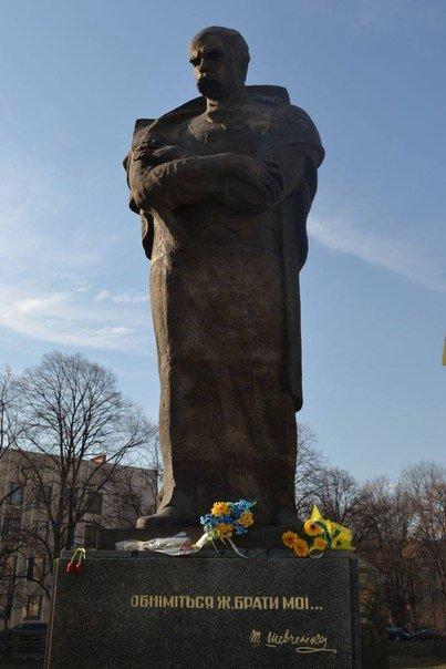 Як молодь Ужгорода ушанувала світлу пам'ять Тараса Шевченка (ФОТО) (фото) - фото 3