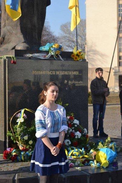 Як молодь Ужгорода ушанувала світлу пам'ять Тараса Шевченка (ФОТО), фото-6